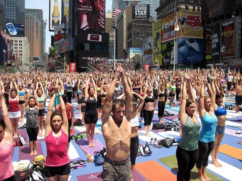 times-square-yoga-1