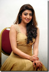 Pranitha_subhash_cute_still