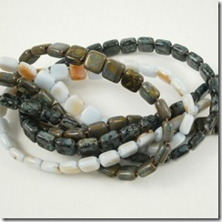 2-hole tile beads