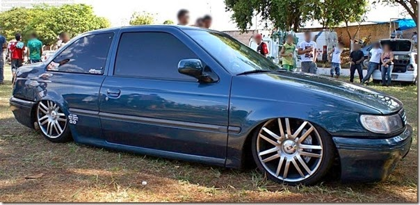 logus-rebaixado-verde-00-na-suspensao-a-ar-jr-auto-parts-rodas-kr-k15-pavia-aro-17-hyper-gloss-trio-eletrico-subs-digital-designs-dd1512-pneus-205-40-4342-21811