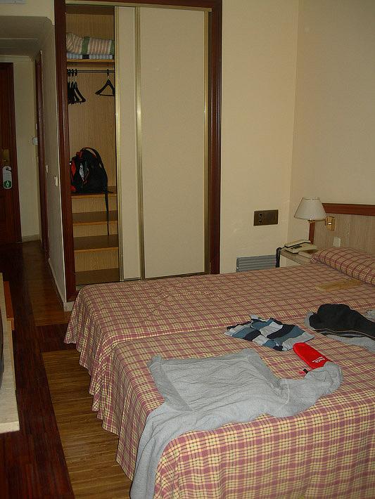 Hotel Terramarina (ex. Carabela Roc). La Pineda. Costa Dorada. Spain. Шкаф для одежды, и прочий полный набор.
