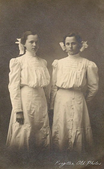 Postcard Ella and Emma Hueringveld Twins DL Antiques