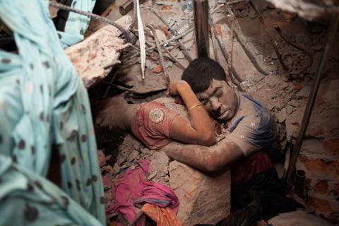 La foto más impactante del derrumbe de Bangladesh