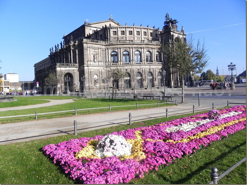 Semperoper e a Theaterplatz Dresden