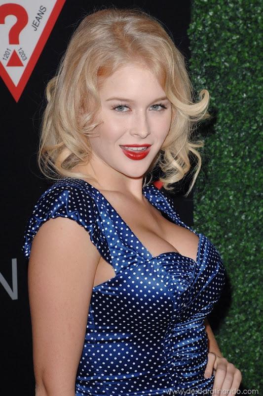 renee-olstead-linda-sexy-sensual-photoshoot-loira-boobs-desbaratinando-sexta-proibida (128)