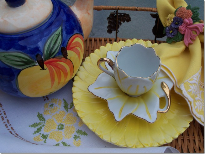 yellow teacup 014