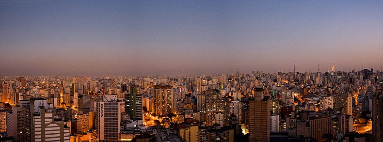 Skyline de Sao Paulo visto do alto do Edifício Copan, Centro [Sao Paulo skyline viewed from Copan Building, downtown]