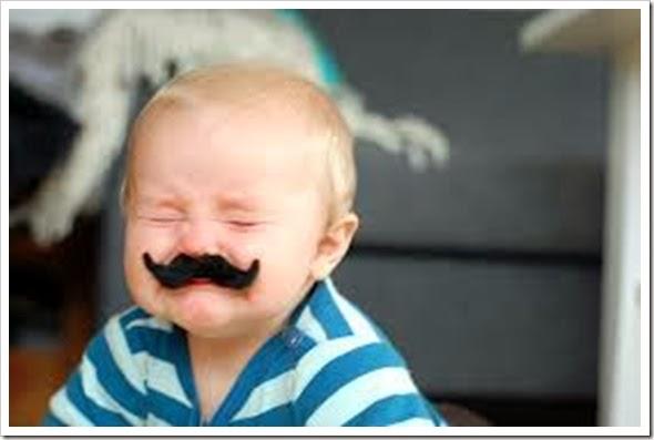 bebê bigode