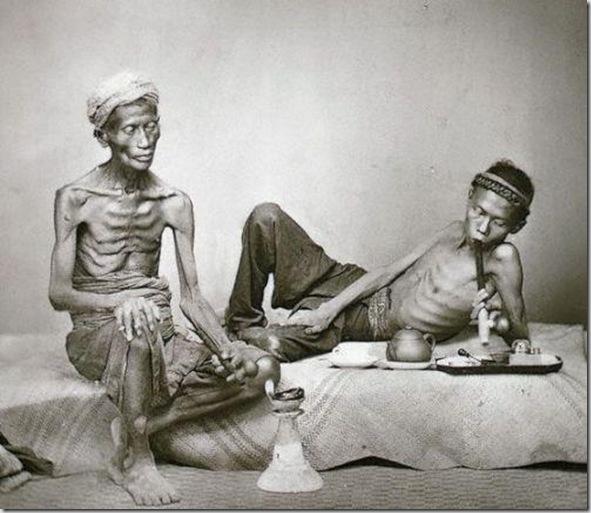 Fumadores de opio, Java, 1938. Schuh Gotthard.