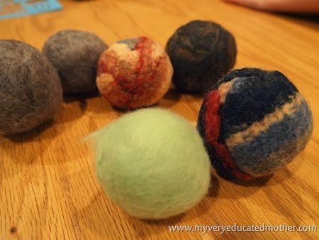 9 Dryerballs after one washing #DIY #recycledcraft #giftidea #greenliving