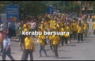 Live Bersih 3.0! Orang ramai sudah memulakan perjalanan. Bersiap!