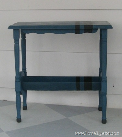 blue stiped table
