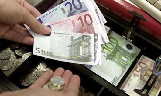 euro-hand-money