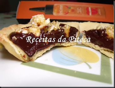 Mini tartes de chocolate e piri-piri com amêndoa triturada-interior pertojpg