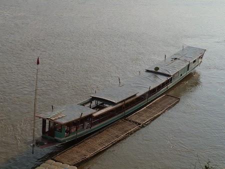 29. Barca pe Mekong.JPG
