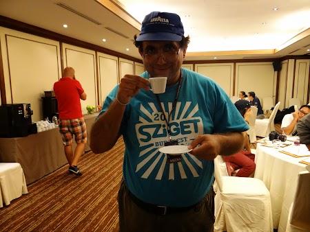 25. Gustand cafea din balega de elefanti.JPG