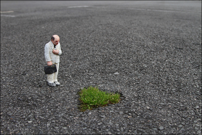 Nantes, France, August 2013. Sculpture by Isaac Cordal. Photo: bellespiecesdumonde.wordpress.com
