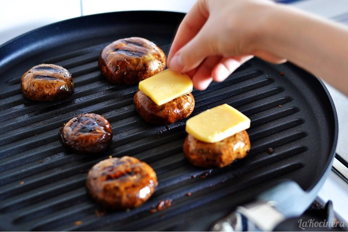 gouda grilling mushrooms