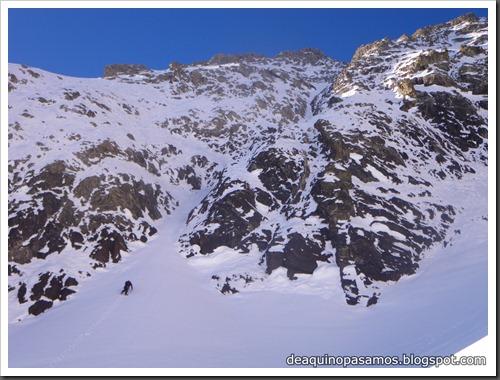 Intento al Corredor Nefropatia 200m D  90º (Pico Piedrafita 2965m, Pirineos) (Isra) 7513
