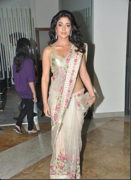 Shriya-Saran-at-Pantaloons-Femina-Miss-South-India-2011