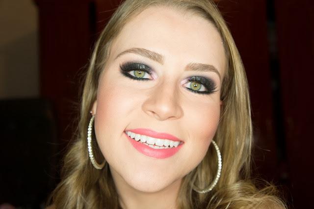 maquiagem sombra preta com glitter