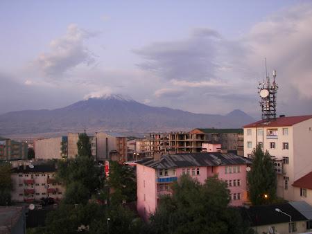 Imagini Anatolia: muntele Ararat vazut din Dogubeyazit