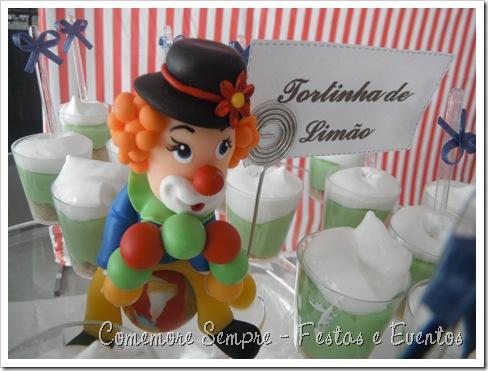 Docinhos festa Circo; Decoração mesa Circo clean