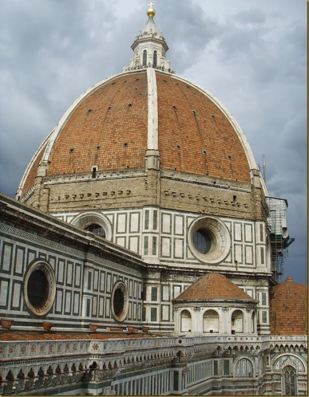 Cupola_di_santa_maria_del_fiore_dal_campanile_di_giotto%2C_02[1]