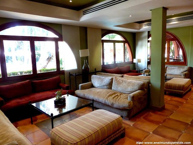 recepcion-hotel-intur-bonaire.JPG