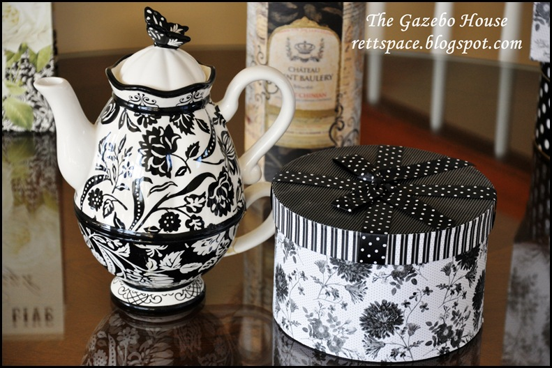black & white damask table 004