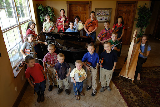 The DUGGAR FAMILY - Photos