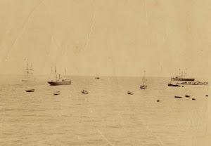 Uno de los correos saliendo de Puerto de la Luz. Fecha indeterminada. Foto Archivo FEDAC.jpg