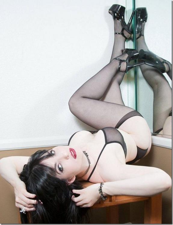 sexy-girls-pin-up-pose-82e9c4