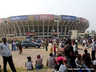 – Avant l'arrivé d'Etienne Tshisekedi le 09/08/2011 au stade des martyrs à Kinshasa. Radio Okapi/ Ph. John Bompengo