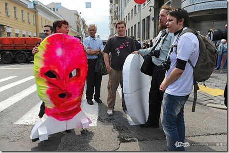Антиклерикальные лозунги на российских акциях протеста. 12 июня 2012 г.