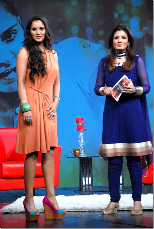 """Shoaib Malik and Sania Mirza on Raveena's show """"Isi ka Naam Zindagi Hai""""i-14"""