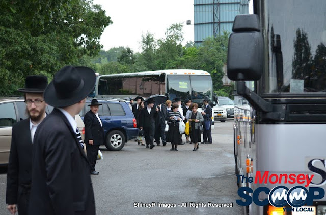 Loading the Buses in Monsey for the Siyum HaShas In MetLife Stadium (Meir Rothman) - DSC_0011.JPG