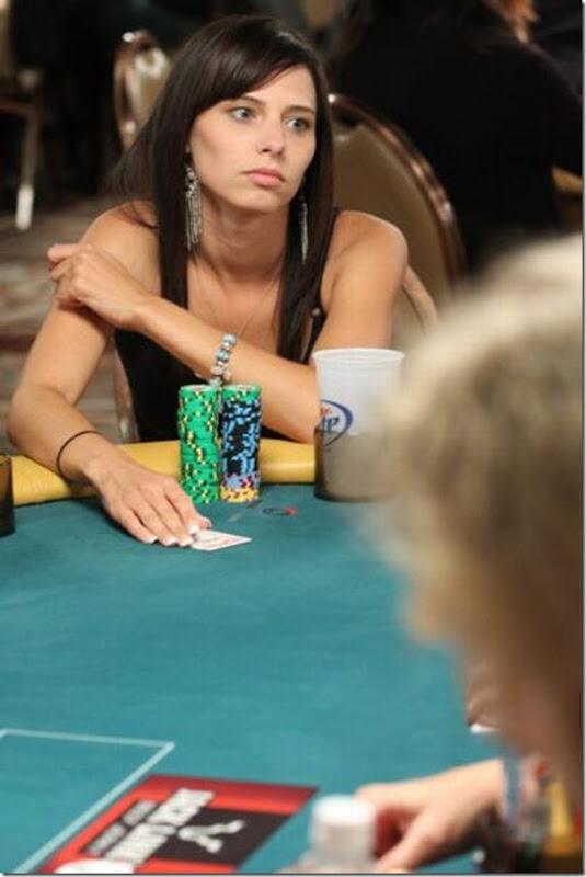As garotas mais sexys jogarodas de poker (20)