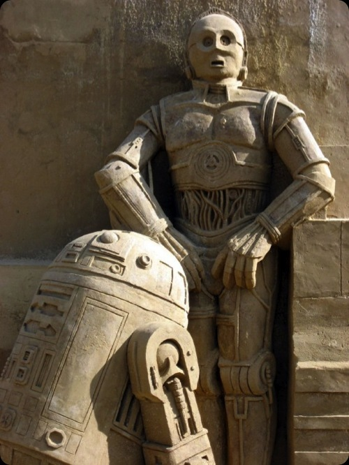 geeky star wars sand sculpture r2d2 c3p0