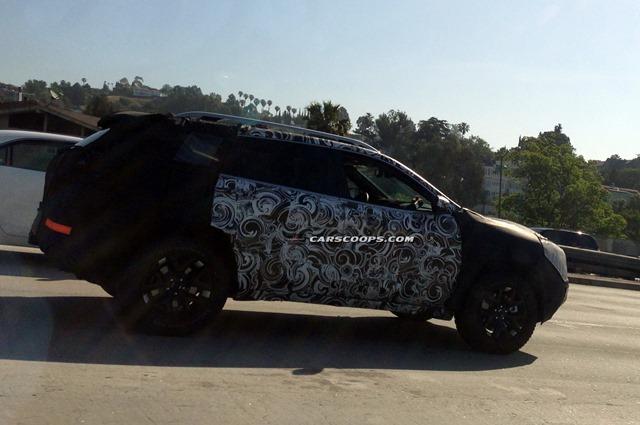 2014-Jeep-Cherokee-Carscoops3