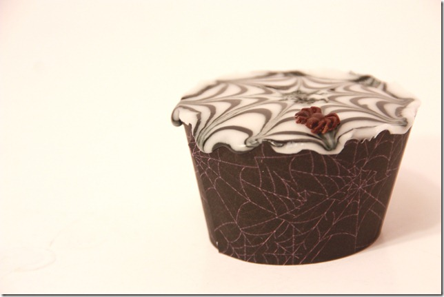 spindelvevicing_spindelvev_cupcakes_halloween