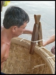 Vietnam, Phan Thiet, Making a coracle, 24 August 2012 (2)