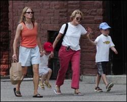 Jodie Foster com Cyd e seus dois filhos