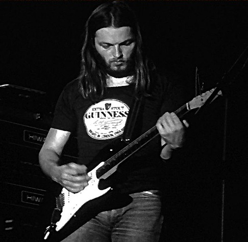 612px-David_Gilmour_and_stratocaster