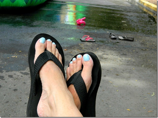 chicago_block_party_painted_toenails_blue