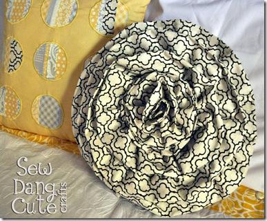 Round-Rosette-Pillow