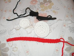 crochet pieces of snowman 12-20-08