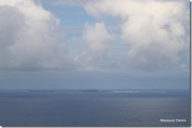 中城湾に浮かぶ津堅島