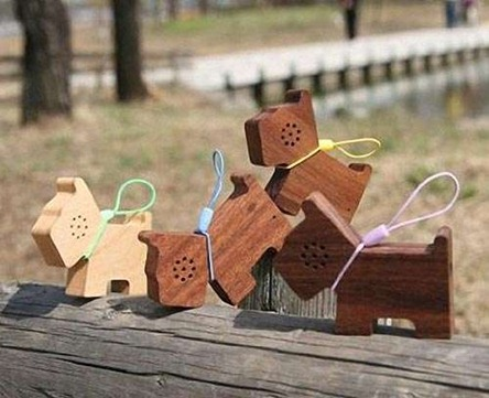 motz-pet-styled-wooden-mini-speaker