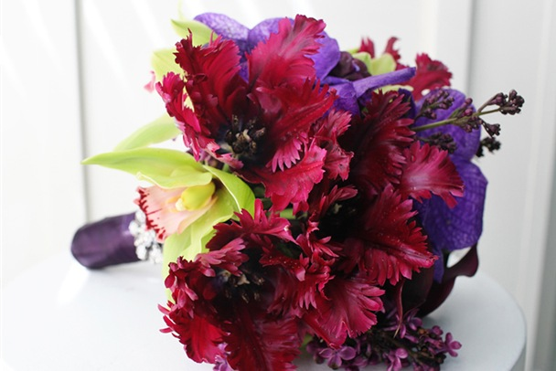 black-parrot-tulip-bouquet-purple-red-wedding-bouquet